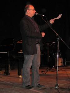 Michael Wex MCs the concerts at Klezkanada 2009 in Quebec